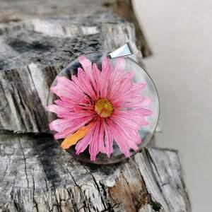 hand made wisiorki wisior z różowym kwiatem 1117