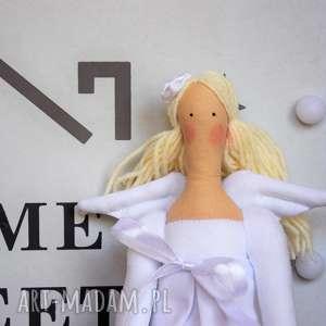 Anioł pamiątka chrztu z osobistym haftem lalki