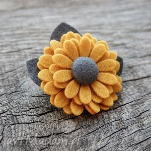 Broszki momilio art broszka, przypinka, filc, kwiatek,