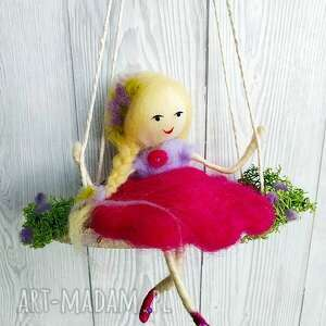 hand made pokoik dziecka laleczka magdalena. Lawendowa wróżka na huśtawce-mobil z kolekcji jahreszeiten