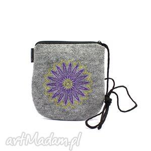 filcowa torebka z pięknym haftem, wyszywana, torebka, filc, haft