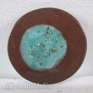 broszka z niebieską planetą, ceramiczna, kolorowa, zapinana, przypinka,