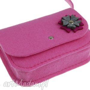 torebka z różowego filcu szaro różowym kwiatkiem, torba, torebka, torebeczka