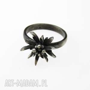 szarotka mała pierścionek srebrny, srebro, pierścionek, kwiat, biżuteria
