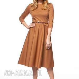sukienka sofika, midi, jesienna, stylowa, kamelowa, rozkloszowana, dzianinowa