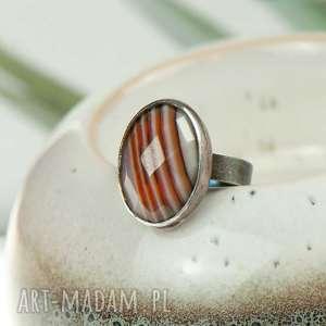klasyczny pierścionek ze srebra i beżowego agatu a726