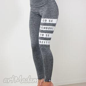 sportowe szare legginsy melanżowe z nadrukiem na siłownie fitness, fajne