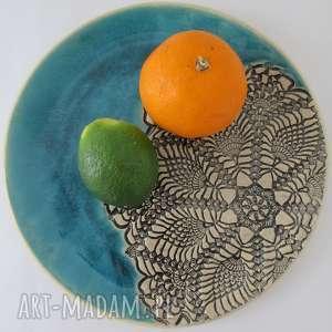 turkusowy talerz z koronką - ,ceramiczny,talerz,dekoracyjny,koronkowy,ozdobny,artystyczny,