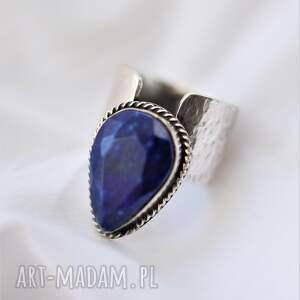 srebrny pierścień z lapis lazuli, pierścionek minerałem