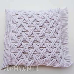 loop line design poduszka z makramy zapinana na dębowe guziki