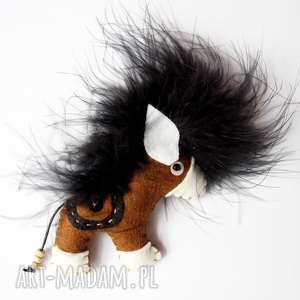 Brązowy koń broszka z filcu, koń, filc, kucyk, broszka, siodło, biżuteria