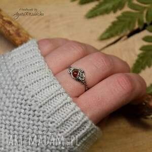 pierścionek regulowany z karneolem, stal chirurgiczna, wire wrapping