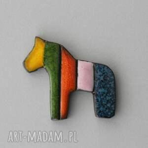 i-pataj - broszka ceramiczna, kolor, minimalizm, design, koń, mazowsze, łowicki
