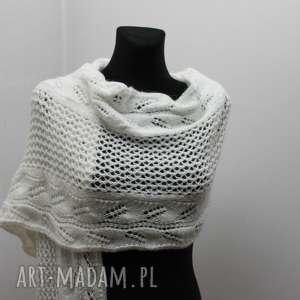 biały szal z frędzlami - ażur, ażurowy, szal, szalik, frędzle