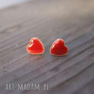 ceramiczne kolczyki sztyfty serduszka czerwone, serca