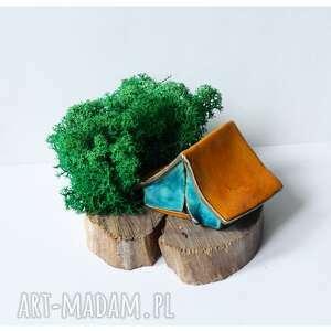 ceramika namiot na plastrze drewna z chrobotkiem, ceramika, drewno, namiot, mech