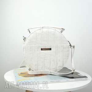 torebki listonoszka w kształcie koła imitacja skóry krokodyla biała