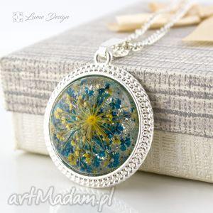 medalion z prawdziwym kwiatem - medalion, wisior, kwiat, naturalny, żywica, srebrny