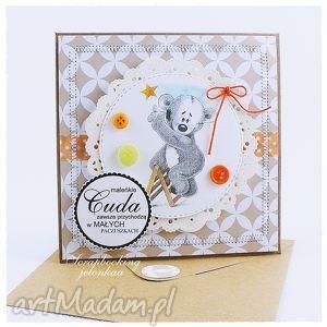 dziecięca kartka z misiem 6 - miś, dziecko, gwiazdka, drabina, prezent, narodziny