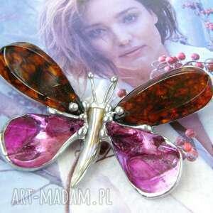 Broszka i wisior: motyl bursztynowy z kolorem fuksji broszki