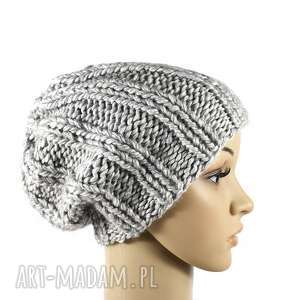 grubaśna czapka szara robiona na drutach (zima, przędza, wełna, dziergana)