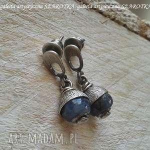 szarotka w czapeczkach kolczyki z kianitu i srebra, kianit, kyanit, srebro