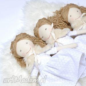 przytullale lalka hand made w białej sukience, lalka, szmaciana, chrzest, urodziny