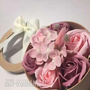 box flowers with soap 7 roses, róże, mydełka, oryginał, pudełko, święta