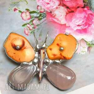 broszka i wisior, 2 w 1 motyl pomarańczowo-różowy, motyl, koral, kwarc różowy