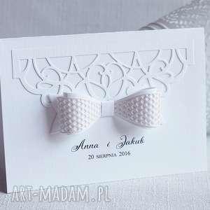 Subtelne zaproszenia ślubne z kokardą biala konwalia ślub