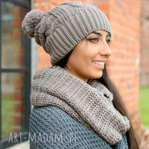 gruby zimowy komplet, damska czapka z bąblem i ciepły komin, ciemny beż, włóczki