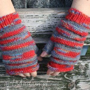 ręcznie robione rękawiczki szare z czerwienią