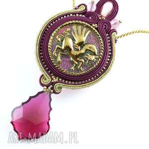 Bordowy wisior w stylu glamour - sutaszowy naszyjnik z czeskim szkłem i kryształem