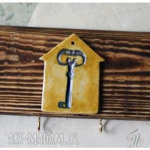wieszak na klucze z domkiem, wieszak, klucz, drewno, ceramika