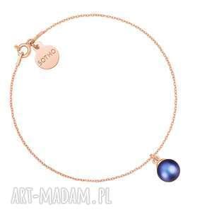 bransoletka z różowego złota z granatową perłą