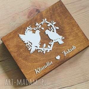 ślub drewniane pudełko na obrączki - serce z gołąbkami