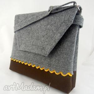 ręcznie zrobione teczki filcowa torebka a4 - szara z brązowym dołem i żółtą