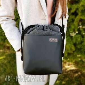 mini w czerni z grafitowym kominem, torba, listonoszka, crosserka, torebka