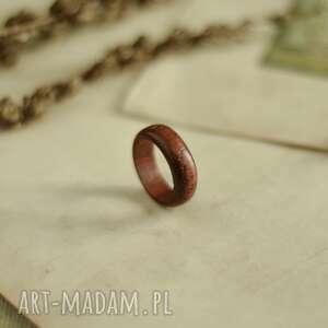 czerwona obrączka z drewna sandałowego, obrączka, drewniana