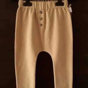 pod choinkę prezent, baggy w rozmiarze 98 i 104, spodnie dresowe