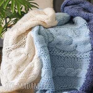 handmade koce i narzuty wełniany niebiesko-biały koc
