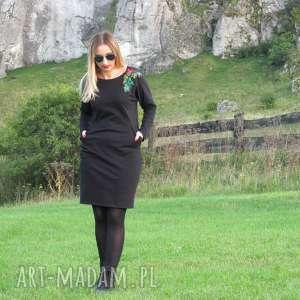 Czarna sukienka z haftem, sukienka, dzianina, bawełna, haft, kieszenie, lalu