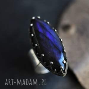 królewski pierścień z labradorytem, labradoryt, srebrny pierścionek, fioletowy