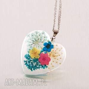 wisiorek serce z prawdziwymi kwiatkami, serce, prezent kwiaty