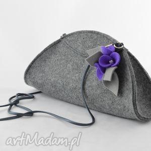 ręcznie wykonane na ramię mała szara torebka kopertówka z fioletowymi