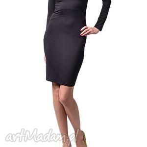 Milita Nikonorov! Klasyczna mała czarna - sukienka z długim
