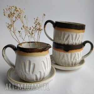 zestaw składający się z dwóch filiżanek ze spodkami i dzbanuszka 4, ceramika