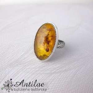 pierścionek z bursztynem, bursztyn bałtycki, srebrny pierścionek, zdobiona