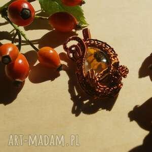 wisiorki asymetria jesienna - zawieszka z żywicy i miedzi, żywica epoksydowa