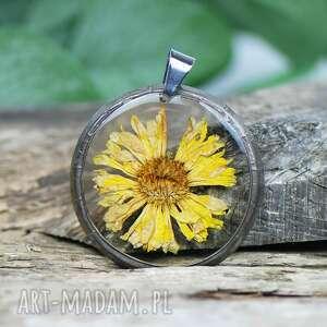 wisiorek z zasuszonymi kwiatami z1309, żywicy, prezent, epoksyd